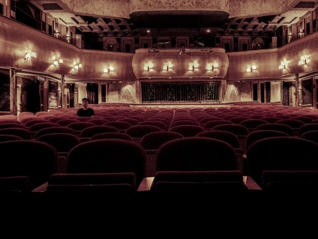 En klassisk teatersal.