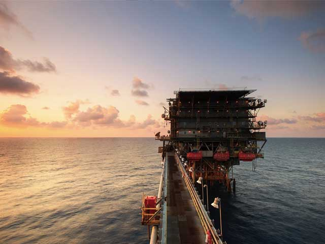 Oljeplattform på havet